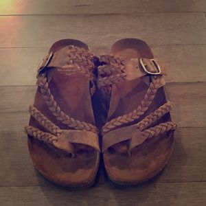 White mountain woman's size 7 Sandals